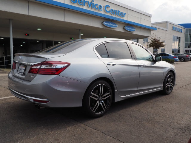 Pre-Owned 2017 Honda Accord Sport Special Edition